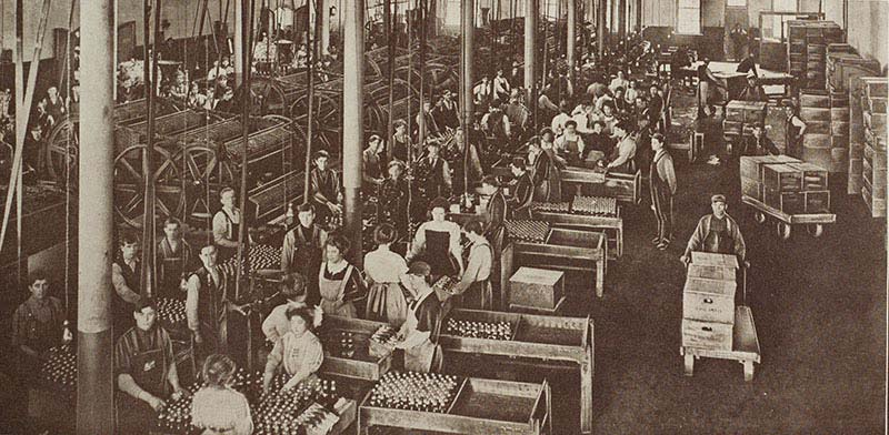 Archival image of the labeling floor of Schlitz Brewer