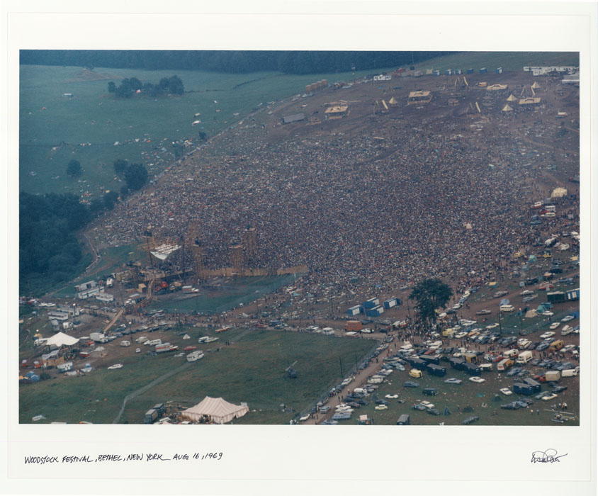A photograph with 400,000 people in a field, take from overhead.