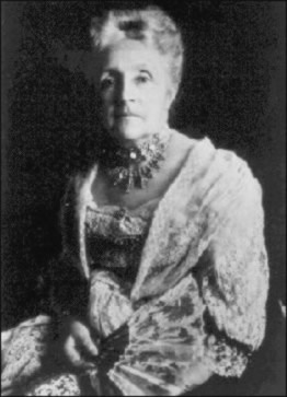 Mary Jane Pinchot draped in a large lace shawl