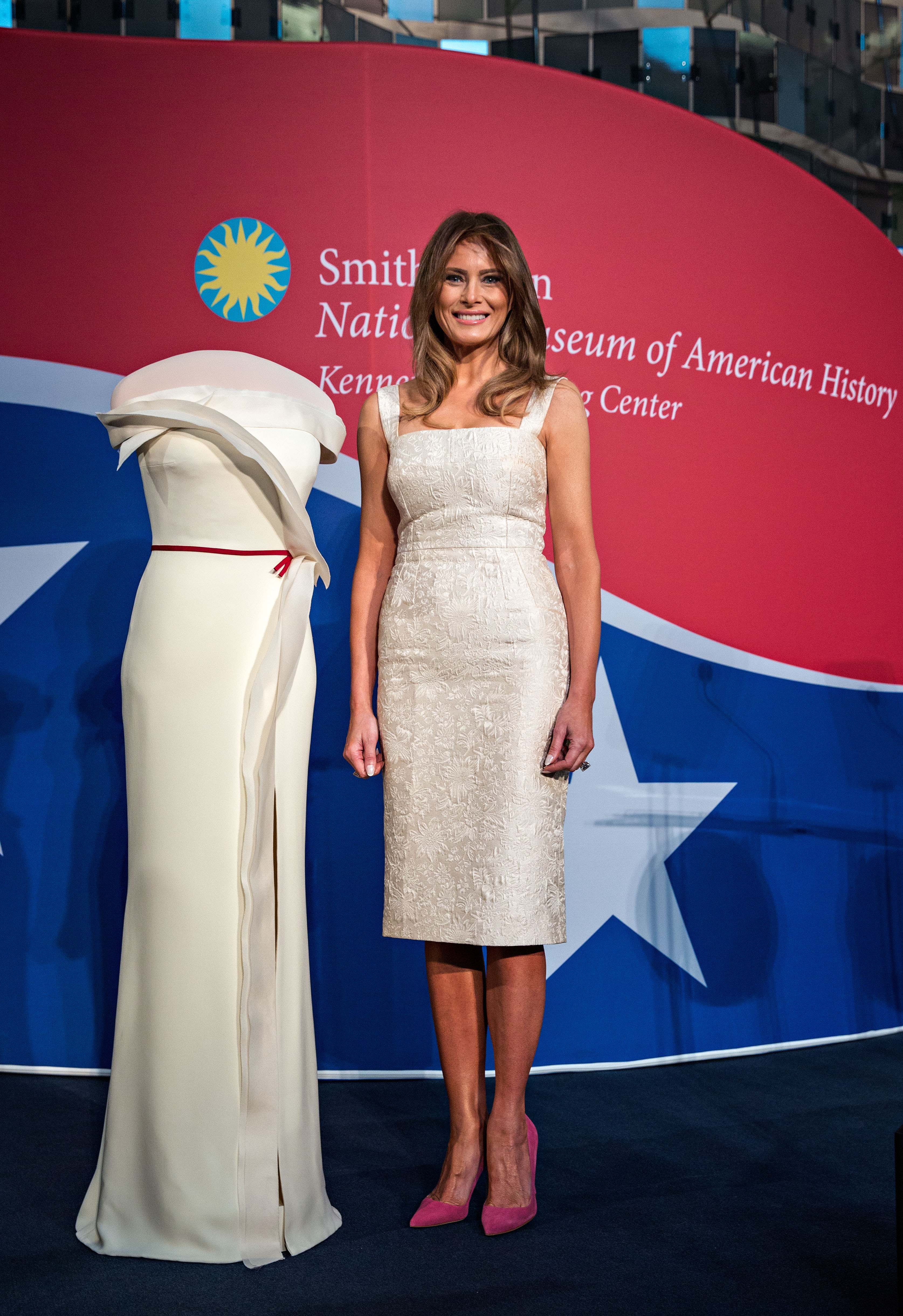 Smithsonian Accepts First Lady Melania Trump\'s Inaugural Gown ...