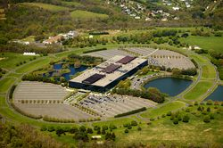 800px-Bell_Labs_Holmdel