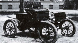 1903-Oldsmobile-closeup