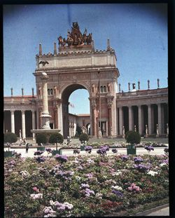 Flower beds, arch of the west