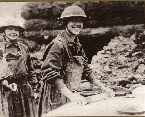 2 Salvation Army Lassies WWI