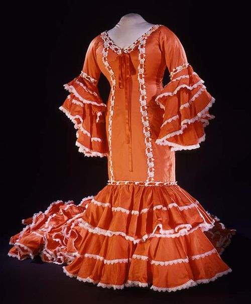 This <em>bata cubana</em> costume was worn by Celia Cruz at the Apollo Theater in Harlem, New York in 1985.