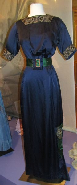 A silk day dress of about 1912-13 would drape gently over the body in contrast to earlier styles which were snugly fitted to the corseted body. Daughters of the American Revolution Museum.