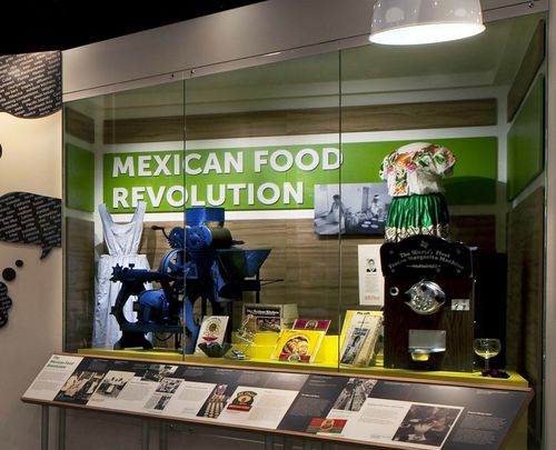 Exhibition case featuring objects related to the Mexican food revolution