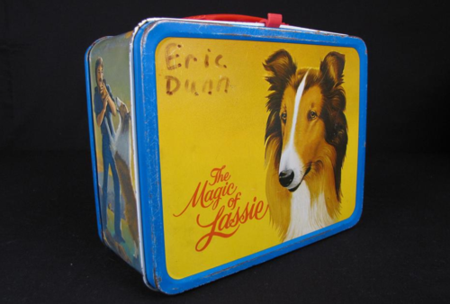 This lunch box features imagery from the 1978 film The Magic of Lassie, starring Mickey Rooney and James Stewart.