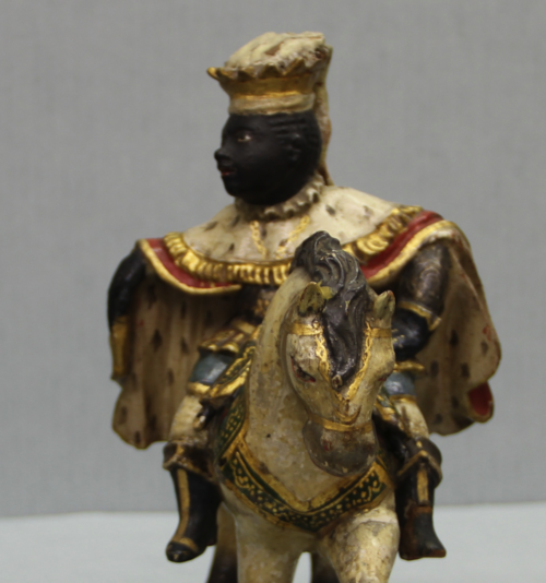 This king from a set of particularly opulent Three Kings has beautiful details