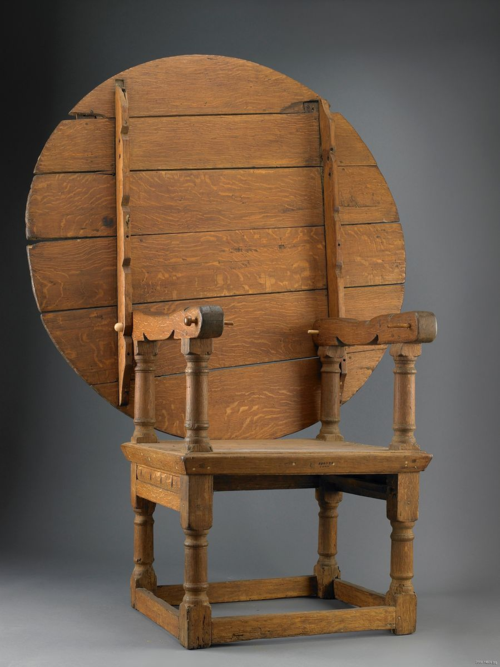 An oak chair-table dating to around 1670 from Connecticut