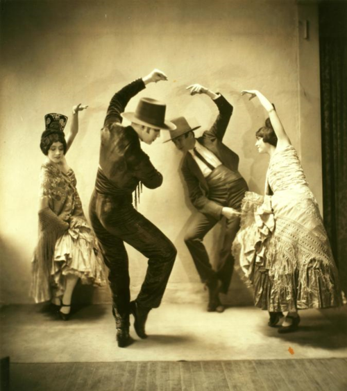 Photograph by Maurice Goldberg. Repository: The New York Public Library. The New York Public Library for the Performing Arts. Jerome Robbins Dance Division.