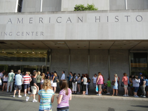 Students, parents and teachers from across the country line up to enter the museum during National History Day 2011