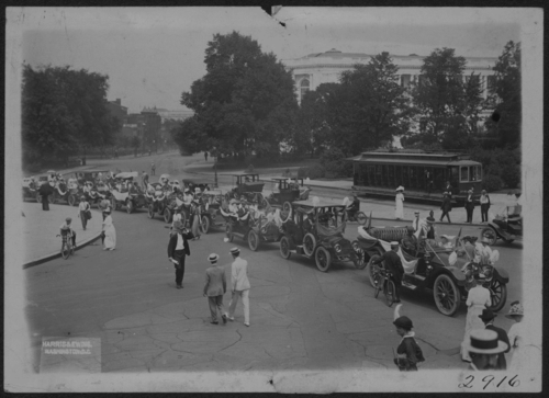 Hyattsville Auto Tour arriving in D.C., 1913, Courtesy of Library of Congress, Prints & Photographs Division, photograph by Harris & Ewing [mnwp.159052]