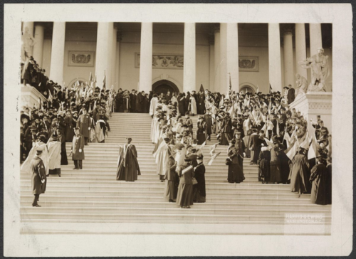 Suffrage Envoy parade arriving at Capitol steps, 1915. Courtesy of Library of Congress, Prints & Photographs Division, photograph by Harris & Ewing [mnwp.159036]