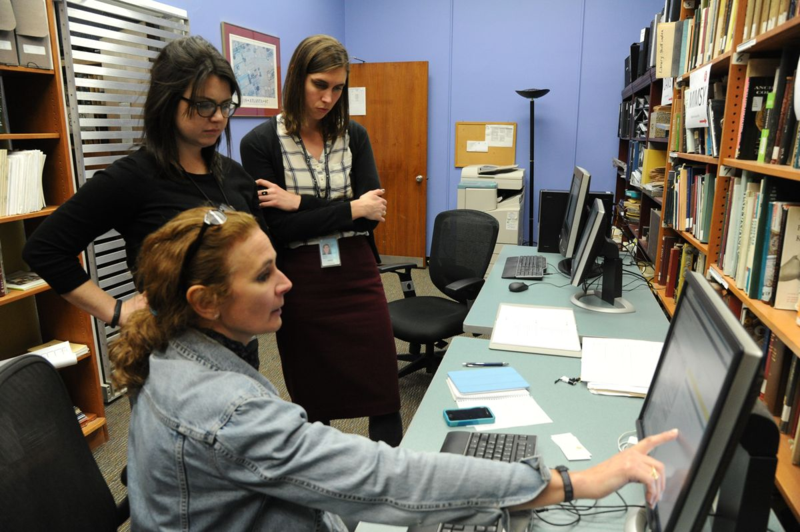 Curator Jennifer Jones explains the rapid capture process to Smithsonian staff
