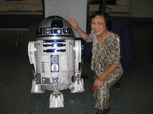 Loo with R2D2 at the museum