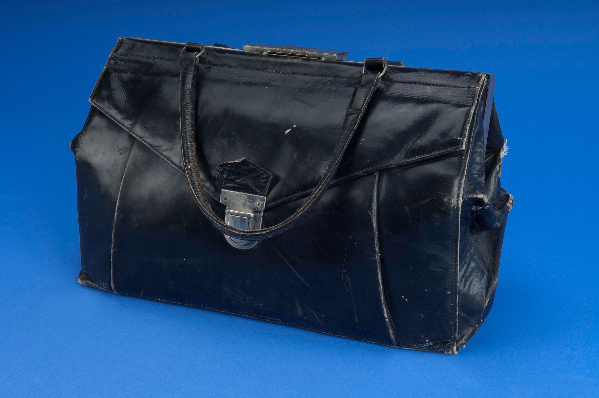 96e4f1d552a2 From closet to exhibition: Camilla Gottlieb's purse | National ...