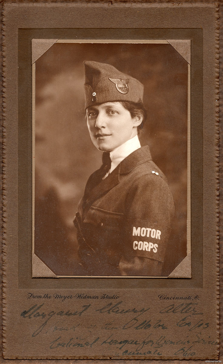 uniformed women in the great war
