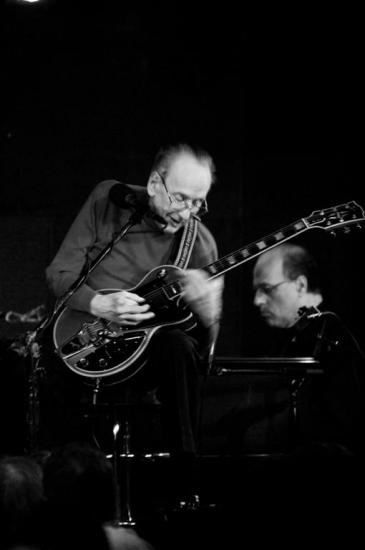 Les Paul playing guitar, black and white photo