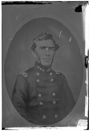 Civil War portrait of young man facing camera in uniform