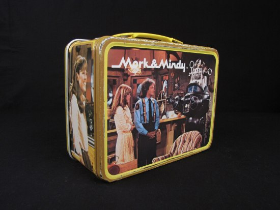 A lunch box with yellow borders and a yellow handle. There is an image from the Mork & Mindy television show featuring the actors and a large robot. An actress is on the shorter side of the lunchbox.