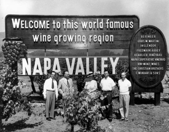 A sign welcoming visitors to the Napa Valley