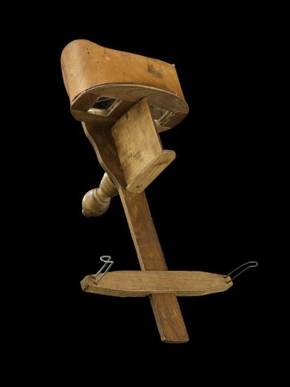 Device you look through called stereoscope, appears to be made of wood