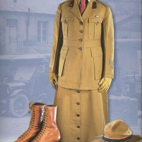 The Colonial Dames Collection includes this uniform worn by an army contract surgeon. Women doctors were not allowed to join the Army Medical Corps. Only the Army Nurse Corps accepted women. But the army did issue contracts to a small number of female physicians, who remained civilians even though they worked in uniform.