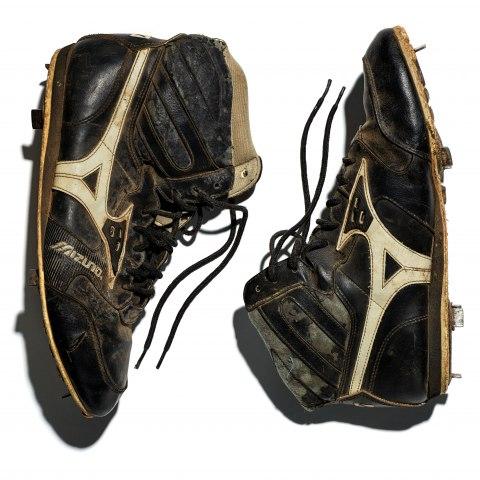 Game-worn steel cleats, Kansas City, Kansas, 1980s, Gift of Chris González/Zapatos de béisbol desgastados por el uso, Kansas City, Kansas, déc. 1980, Donación de Chris González