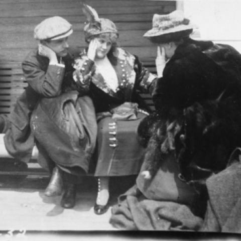 Titanic survivors in black and white photo