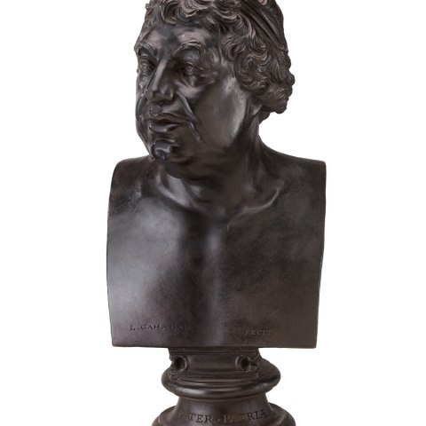 "A black plaster bust of George III depicts the king with an engaged expression, complete with open eyes and an open mouth. The bust's base is inscribed with the latin phrase ""pater patriae,"" loosely translated as ""Father of the Country."""