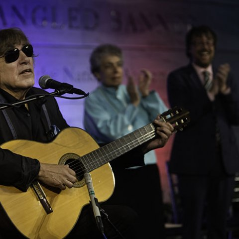 Photo of Jose Feliciano playing guitar at Smithsonian