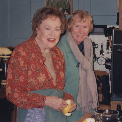 Julia Child and Pat Pratt in the kitchen in Cambridge, 1998. Photo by Christopher Hirsheimer.