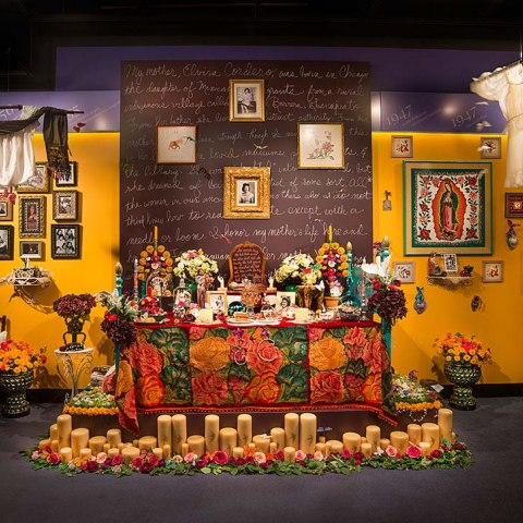 Photo of ofrenda installation