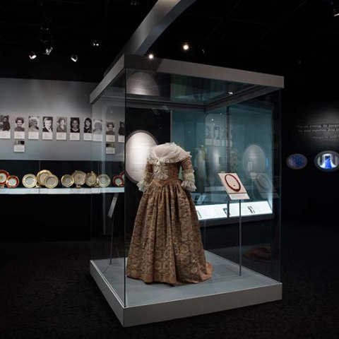 Martha Washington's gown on display in the First Ladies gallery