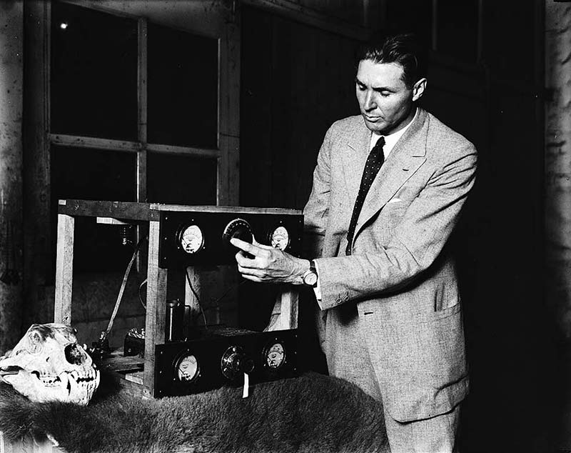 A man demonstrates an early radio set