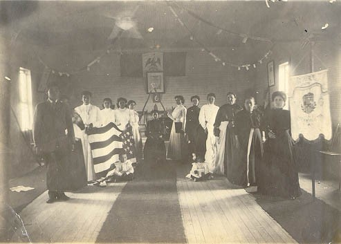 Woodmen of the World, a mutualista also known as Lenadores del Muñdo, meets in Brownsville, Texas in 1911. Photo displays Mexican and American flags. Courtesy of Texas State Archives and Library Commission.
